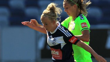 Hannah Brewer (left) in her Melbourne Victory days against Canberra United.