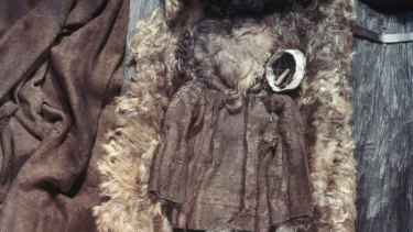 Egtved Girl was laid in a hollowed-out oak trunk coffin lined with a cow skin.The cow skin had rotted away but the hair was preserved together with some of her clothing and possessions.
