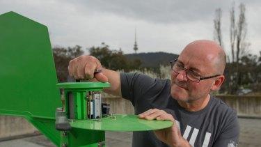 Pollen expert Professor Simon Haberle, who is extending pollen monitoring until March.