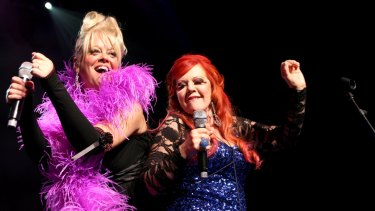 Cindy Wilson and Kate Pierson on stage in Melbourne during their last Australian tour in 2009.