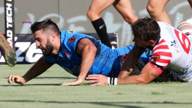 On the board: James Tedesco of Italy scores a try.