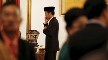 REFILE - ADDITIONAL CAPTION INFORMATION  Indonesia's President Joko Widodo talks on a mobile phone following a ceremony at the Presidential Palace in Jakarta, Indonesia April 28, 2015. Australian Foreign Minister Julie Bishop said she had received a letter from her Indonesian counterpart that gave no indication Widodo would change his mind and grant the clemency requested by Australia for two Australian convicted drug traffickers - Myuran Sukumaran and Andrew Chan.   REUTERS/Darren Whiteside