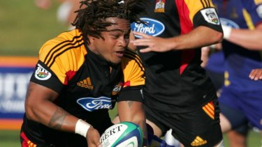 Sione Lauaki playing for the Chiefs in 2006.