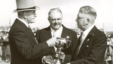 Sir William Slim (left) at the 1953 Melbourne Cup.