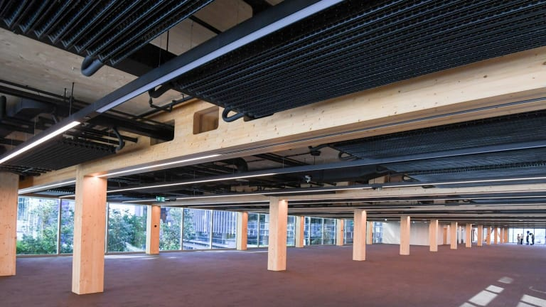 The ceilings have an industrial look with exposed pipes and a new metal airconditioning system that absorbs stale air immediately.
