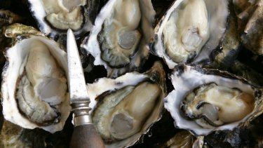 The health department is warning people not to eat shellfish caught in the Swan and Canning rivers.