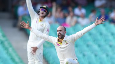 Nathan Lyon appeals for the dismissal of Dawid Malan.