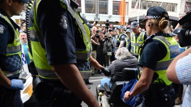 This man tried to ram a police car as the homeless were moved on from Flinders Street.