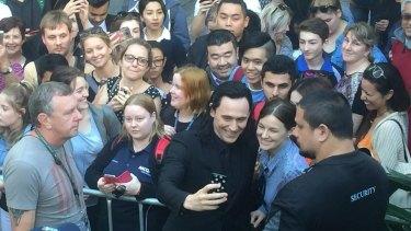 Tom Hiddleston greets fans on set at the filming of <i>Thor: Ragnarok</i> in the Brisbane CBD.
