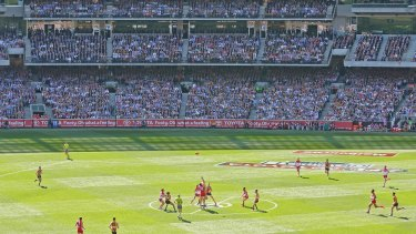 The opening bounce from the 2014 grand final between Hawthorn and Sydney.