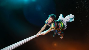 Ethan Hugh features in <i>Kaleidoscope</i> with five circus performers at the 2017 Sydney Festival.