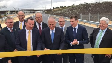 Prime Minister Malcolm Turnbull joined a number of state and federal politicians to open the freeway extension.