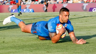 Paul Vaughan of Italy scores a try.