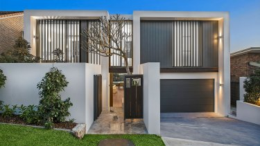 Jennifer Hawkins and her husband Jake Wall have sold their North Curl Curl home.