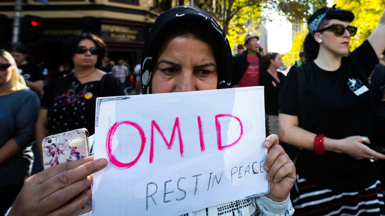 Melburnians protest over treatment of refugees, after the death of Omid.