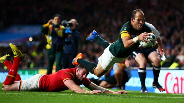 South Africa's Fourie Du Preez was too quick for Alex Cuthbert as he goes in to score the winning try.