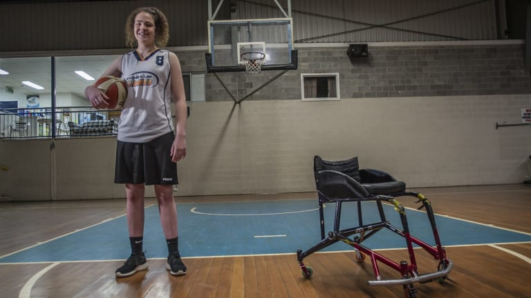 Canberra teenager  Annabelle Lindsay is making waves in wheelchair basketball.