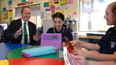 The Federal Opposition leader Bill Shorten meets with students to discuss coding.
