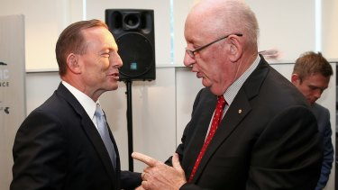 Tim Fischer has been brought on board by broadcasters to make the case for reform with the Abbott government.