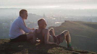 Mark Renton (Ewan McGregor) and Spud (Ewen Bremner) on top of Arthur's Seat in T2: Trainspotting.