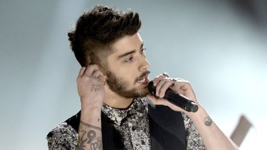 One Direction's Zayn Malik allegedly broke up with his fiancee via text.