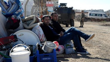Kurds wait at the Mursitpinar border crossing in readiness for a return to Kobane.