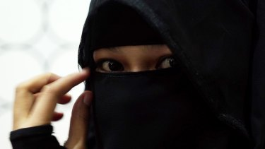 There are no legal barriers to Australian states banning the burqa.