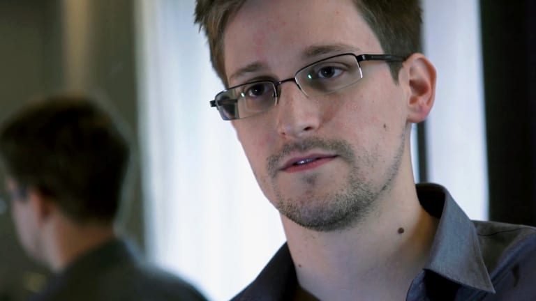The Twitter account of former NSA contractor Edward Snowden is amplifying news about Catalonia's secession referendum.