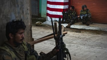 Gun battles between IS-linked militants and Filipino troops erupted in Marawi.