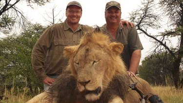Walter Palmer, pictured left, and a Zimbabwean guide with the lion they killed.