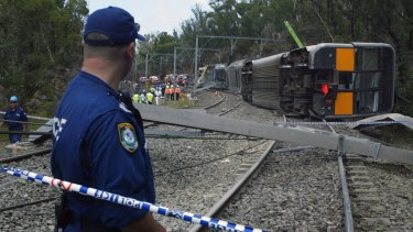 An inquiry into the 2003 Waterfall train derailment highlighted the importance of drivers, controllers and other workers communicating via the same technology.