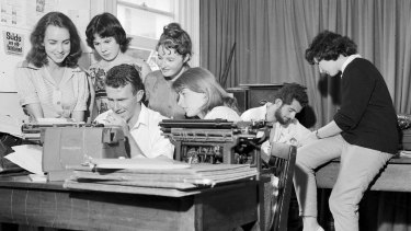 Art students at work preparing the Orientation Week issue of Honi Soit at the University of Sydney in February 1960. From left, Marie Taylor, Jane Iliff, Madeleine St John and Sue McGowan watch Clive James typing while the editor,  David Ferraro, and Helen Goldstein plan other pages.