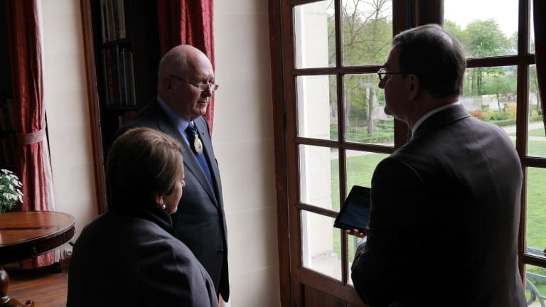 Sir Peter Cosgrove and his wife speak to Monsieur de Clermont-Tonnerre at Chateau Bertangles.