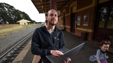 Wayne Bell commutes from Ballan to Melbourne each day for work. His is unable to connect to the internet all the way due to black spots in the signal.