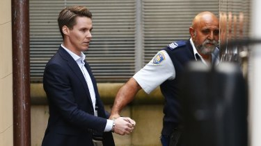 Insider trader Oliver Curtis is escorted to a prison truck on June 24.