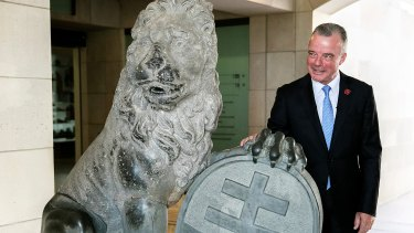 Brendan Nelson inspects a Menin Gate lion prior to its relocation from Canberra.
