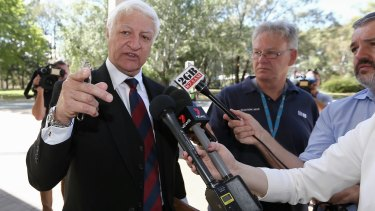 Independent MP Bob Katter plans to introduce legislation calling for a commission of inquiry into the banking industry.