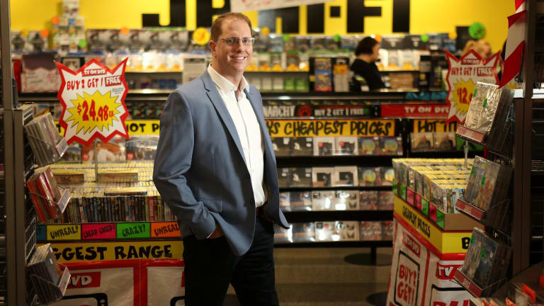 JB Hi-Fi chief executive Richard Murray has hosed down price battle speculation.