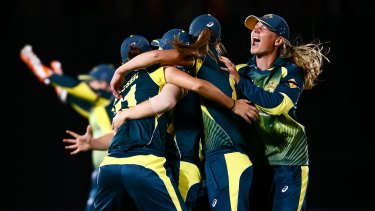 Captain Meg Lanning (right) celebrates with her team after winning the Ashes.