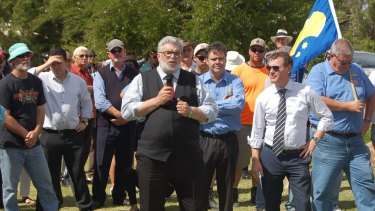 Kim Carr rallies with steel workers in Whyalla.