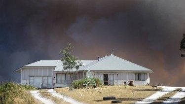 Victorian fires: Blazes destroy homes near Ballarat