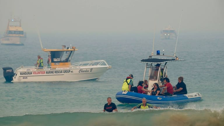 Mandurah boating volunteers have come to the rescue of Preston Beach holiday-makers.