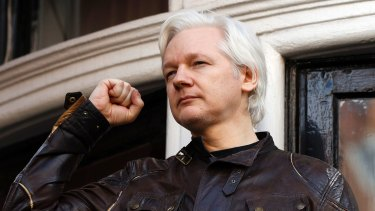 Wikileaks leader Julian Assange has peppered his Twitter followers with messages supporting Catalan independence.