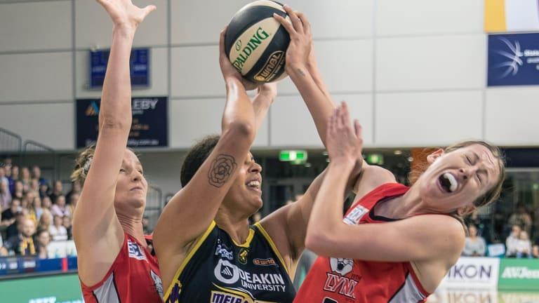 Boomer Liz Cambage takes on Natalie Burton for Perth Lynx.