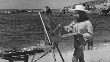 Elizabeth Taylor plays a freewheeling artist in The Sandpiper.