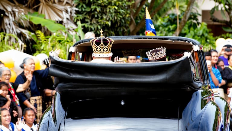 King Tupou VI and Queen Nanasipau'u head to the royal palace after the coronation ceremony.