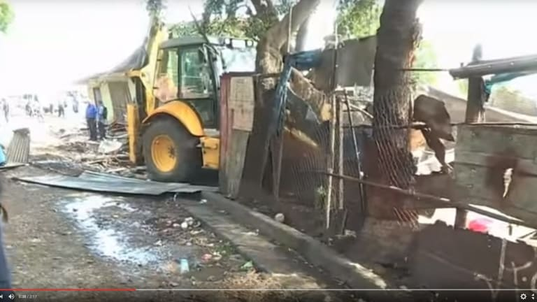 Bulldozers demolishing the shanty town at Paga Hill, Port Moresby, from the documentary <em>The Opposition</em>.