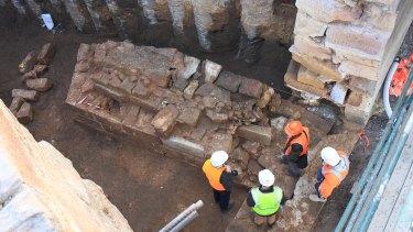 Archaeologists discover a pier of the Gaol Bridge, inside the Lennox Bridge.