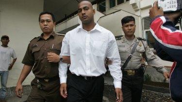 Indonesian guards escort Australian Myuran Sukumaran to court in Denpasar, Bali.