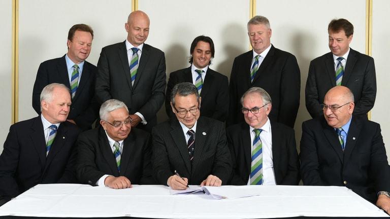 Back: Bill Pulver (ARU CEO), Greg Peters (SANZAR CEO), Agustin Pichot (World Rugby Council Member for Argentina), Steve Tew, (NZ Rugby CEO), Jurie Roux (SARU CEO) Front: Michael Hawker AM (ARU Chairman), Mark Alexander (SARU & SANZAR Chairman), Tatsuzo Yabe (JRFU Chairman), Brent Impey (NZ Rugby Chairman), Carlos Araujo (UAR President)